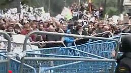 La policía difunde las imágenes que grabaron los agentes durante las protestas del 25-S