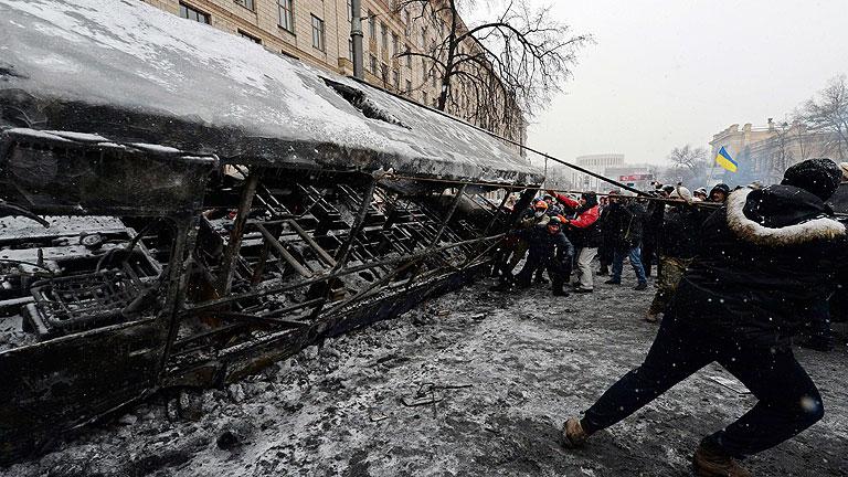 La violencia amaina en Kiev mientras Gobierno y oposición no logran dialogar