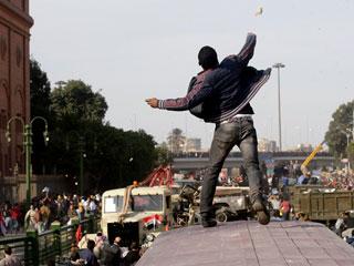 Ver vídeo  'Violentos enfrentamientos en El Cairo entre partidarios y detractores de Mubarak'