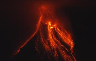 Ver vídeo  'El volcán Mayón en Filipinas lanza una enorme columna de humo'