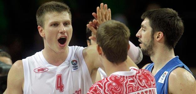 Los jugadores de Rusia celebran su victoria frente a Serbia