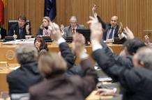 """Momento de la votación de la ley de Economía Sostenible, que incluía la conocida como """"ley Sinde"""", en la Comisión de Economía del Congreso"""