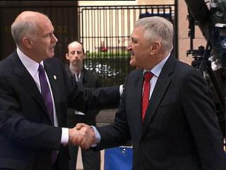 Ver v?deo  'Vuelve la confianza a los mercados después de conocerse el plan de rescate para evitar que Grecia entre en bancarrota'