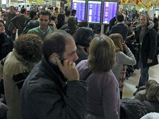 Ver v?deo  'Vuelven las colas a Barajas mientras las aerolíneas reabren la facturación'