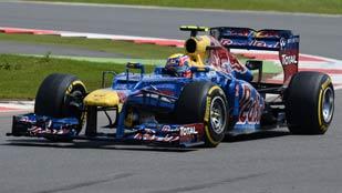 Webber le roba la carrera a Alonso pero sigue líder
