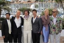 Wes Anderson posa con los protagonistas de 'Moonrise Kingdom' en Cannes