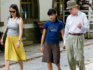 """Ver vídeo  'Woody Allen estrena en Avilés """"Conocerás al hombre de tus sueños""""'"""