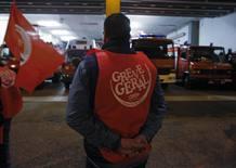 La huelga general en Portugal: piquete informativo en un parque de bomberos de Lisboa
