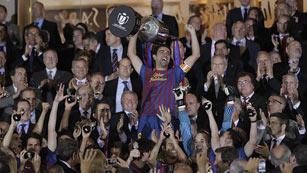 Ver vídeo  'Xavi levanta la 26ª Copa del Barça'