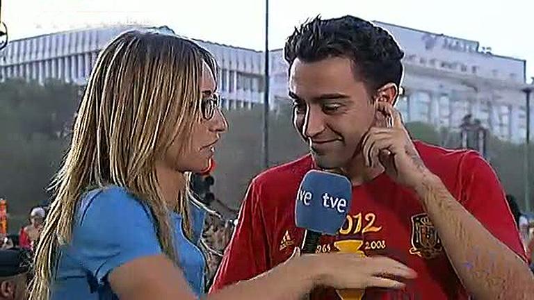 Xavi, Mata, Torres, Sergio Ramos e Iniesta pasan por el micrófono de TVE