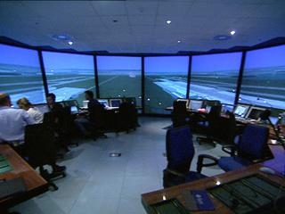 Ver v?deo  'Ya están listos los primeros operadores AFIS, que sustituirán a los controladores en aeropuertos con poco tráfico'