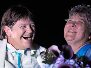 Ver vídeo  'Ya son legales los matrimonios homosexuales en Nueva York'