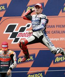 Jorge Lorenzo, de Yamaha, celebra su victoria en el GP de Catalunya.