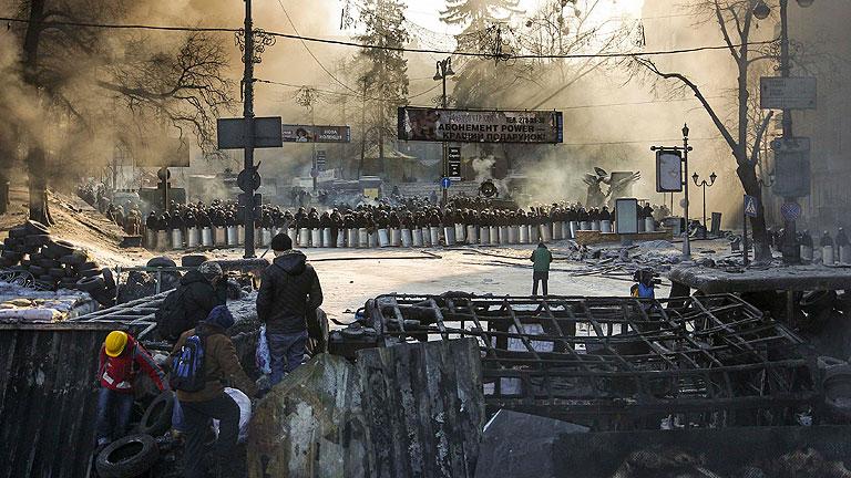 Yanukóvich promete reformar el Gobierno y las leyes restrictivas que originaron las protestas
