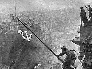 Ver vídeo  'Yevgeni Khaldei, el fotógrafo soviético de la Segunda Guerra Mundial'
