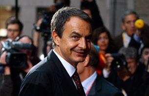 Ver vídeo  'Zapatero asiste a una cena de trabajo en Bruselas con los jefes de Estado y de Gobierno de la UE'