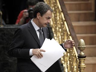 Ver vídeo  'Zapatero quiere aprobar una reforma de la Constitución que recoja la limitación del déficit'