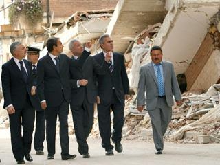 Ver v?deo  'Zapatero visita un barrio en ruinas de Lorca tras el terremoto'