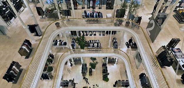 Fachada de la nueva tienda de Zara en Roma. Se ubica en el Palazzo Bocconi.