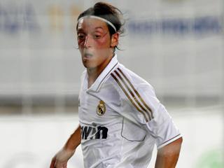 Ver vídeo  'Özil adelanta al Madrid (1-0)'