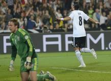 Özil ofreció su mejor versión a Alemania, para la que marcó un doblete