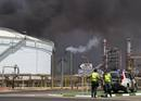Ir a Fotogaleria &nbsp;Im&aacute;genes del incendio de una refiner&iacute;a de Cepsa en Huelva