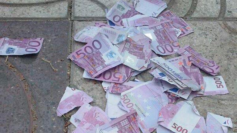 Abuela rompió un millon euros para no dejarcelo a su familia