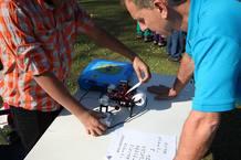 El joven creador presentó su impresora en el concurso de ciencia de la escuela.