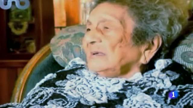 Una mujer con 100 años consigue el título de primaria