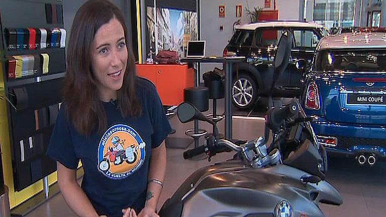 Una mujer española da la vuelta al mundo en moto